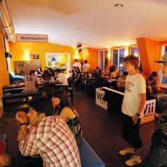 Отель A&O Berlin Friedrichshain гостиничный бар