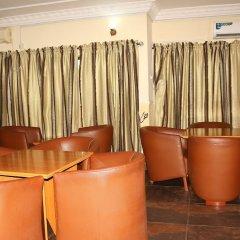 Отель Xcape Hotels and Suites Ltd Нигерия, Калабар - отзывы, цены и фото номеров - забронировать отель Xcape Hotels and Suites Ltd онлайн гостиничный бар