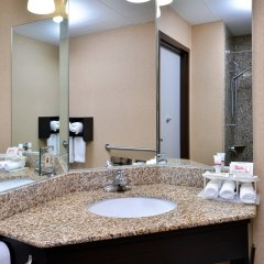 Отель Red Roof Inn & Suites Columbus - W. Broad США, Колумбус - отзывы, цены и фото номеров - забронировать отель Red Roof Inn & Suites Columbus - W. Broad онлайн ванная