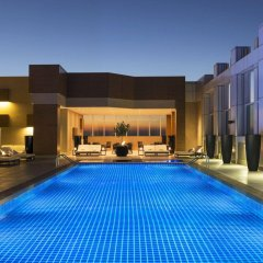 Отель Sheraton Grand Hotel, Dubai ОАЭ, Дубай - 1 отзыв об отеле, цены и фото номеров - забронировать отель Sheraton Grand Hotel, Dubai онлайн бассейн фото 3
