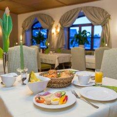 Отель Friesachers Aniferhof Аниф гостиничный бар