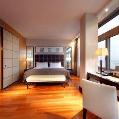 Отель Eurostars Grand Marina сейф в номере