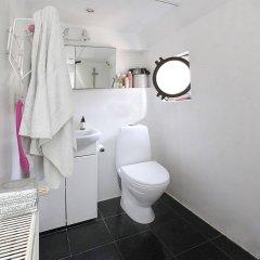 Отель Copenhagen Houseboat ванная