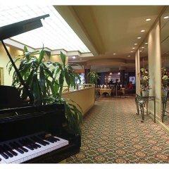 Отель Place Dupuis Montréal Downtown - An Ascend Hotel Collection Канада, Монреаль - отзывы, цены и фото номеров - забронировать отель Place Dupuis Montréal Downtown - An Ascend Hotel Collection онлайн интерьер отеля фото 3