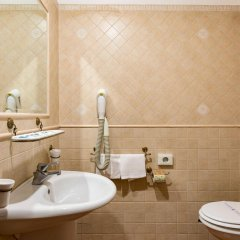 Отель Domus Sessoriana Италия, Рим - 12 отзывов об отеле, цены и фото номеров - забронировать отель Domus Sessoriana онлайн ванная