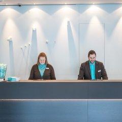 Отель Motel One Hamburg-Altona Германия, Гамбург - отзывы, цены и фото номеров - забронировать отель Motel One Hamburg-Altona онлайн интерьер отеля