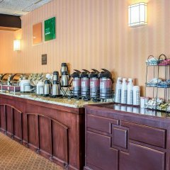 Отель Comfort Inn North Conference Center питание