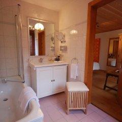 Отель Boutique Hotel Alpenrose Швейцария, Шёнрид - отзывы, цены и фото номеров - забронировать отель Boutique Hotel Alpenrose онлайн ванная