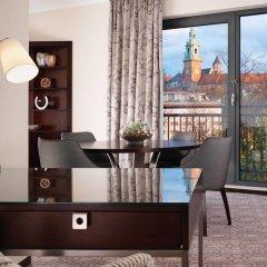 Отель Sheraton Grand Krakow Краков удобства в номере фото 2