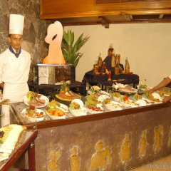Отель Earl's Regency питание