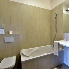 Отель Auberge de la Commanderie Франция, Сент-Эмильон - отзывы, цены и фото номеров - забронировать отель Auberge de la Commanderie онлайн ванная