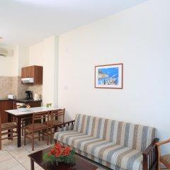 Jacaranda Hotel Apartments в номере