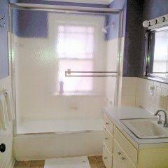 The Wayfaring Buckeye Hostel Колумбус ванная
