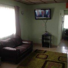 Отель Holiday Lodge Сьерра-Леоне, Фритаун - отзывы, цены и фото номеров - забронировать отель Holiday Lodge онлайн комната для гостей