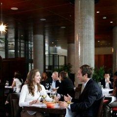 Отель Embassy Suites Montréal by Hilton Канада, Монреаль - отзывы, цены и фото номеров - забронировать отель Embassy Suites Montréal by Hilton онлайн питание фото 2
