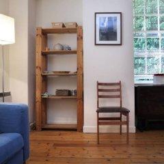 Отель Sweet 1 Bedroom Apartment in Old Town Великобритания, Эдинбург - отзывы, цены и фото номеров - забронировать отель Sweet 1 Bedroom Apartment in Old Town онлайн комната для гостей фото 3
