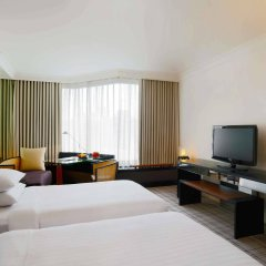 Отель Grand Hyatt Erawan Bangkok Таиланд, Бангкок - 1 отзыв об отеле, цены и фото номеров - забронировать отель Grand Hyatt Erawan Bangkok онлайн комната для гостей фото 2