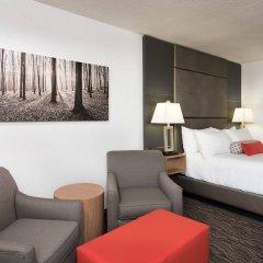 Отель Carriage House Inn Канада, Калгари - отзывы, цены и фото номеров - забронировать отель Carriage House Inn онлайн комната для гостей