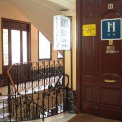 Отель Hostal Felipe V Испания, Мадрид - отзывы, цены и фото номеров - забронировать отель Hostal Felipe V онлайн интерьер отеля