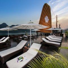 Отель Genesis Regal Cruise бассейн