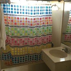 Отель Bevonshire Lodge Motel США, Лос-Анджелес - 1 отзыв об отеле, цены и фото номеров - забронировать отель Bevonshire Lodge Motel онлайн ванная фото 2