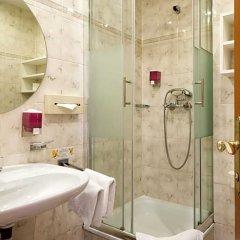 Отель Goldenes Theaterhotel Австрия, Зальцбург - отзывы, цены и фото номеров - забронировать отель Goldenes Theaterhotel онлайн ванная