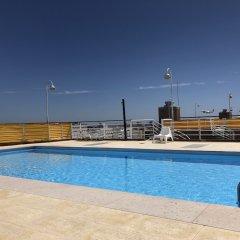 Отель Lisbon Luxe Spacious Flat бассейн