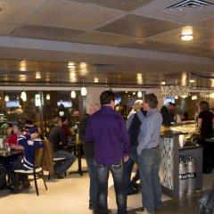 Отель Best Western Plus Montreal Downtown- Hotel Europa Канада, Монреаль - отзывы, цены и фото номеров - забронировать отель Best Western Plus Montreal Downtown- Hotel Europa онлайн гостиничный бар