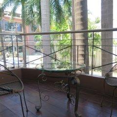 Отель The Ritz Hotel at Garden Oases Филиппины, Давао - отзывы, цены и фото номеров - забронировать отель The Ritz Hotel at Garden Oases онлайн балкон