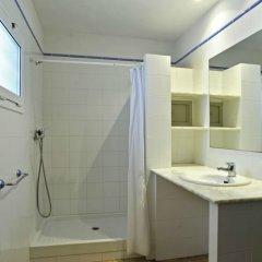 Отель Apartaments el Berganti Испания, Курорт Росес - отзывы, цены и фото номеров - забронировать отель Apartaments el Berganti онлайн ванная