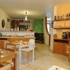 Отель A 2 Passi Dagli Dei Аджерола гостиничный бар