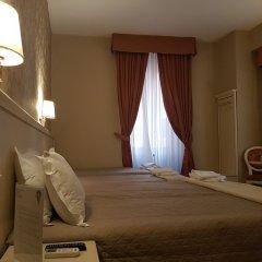 Отель Relais Bocca di Leone сейф в номере