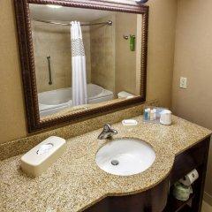 Отель Hampton Inn & Suites Staten Island США, Нью-Йорк - отзывы, цены и фото номеров - забронировать отель Hampton Inn & Suites Staten Island онлайн ванная