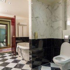 Отель Grand Excelsior Hotel Deira ОАЭ, Дубай - 1 отзыв об отеле, цены и фото номеров - забронировать отель Grand Excelsior Hotel Deira онлайн ванная фото 2