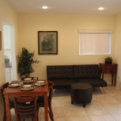 Отель Beautiful Home in Burbank США, Бербанк - отзывы, цены и фото номеров - забронировать отель Beautiful Home in Burbank онлайн комната для гостей фото 5