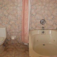 Отель Executive Shaw Park Guest House Ямайка, Очо-Риос - отзывы, цены и фото номеров - забронировать отель Executive Shaw Park Guest House онлайн ванная фото 2
