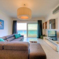 Отель Seafront Luxury APT With Pool Мальта, Слима - отзывы, цены и фото номеров - забронировать отель Seafront Luxury APT With Pool онлайн комната для гостей фото 5
