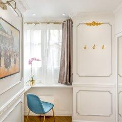 Отель Luxury 2 bedroom 2.5 bathroom Louvre Франция, Париж - отзывы, цены и фото номеров - забронировать отель Luxury 2 bedroom 2.5 bathroom Louvre онлайн удобства в номере фото 2
