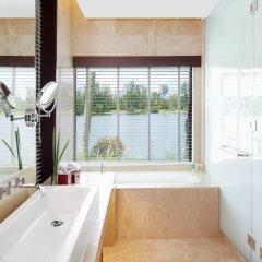 Отель Outrigger Laguna Phuket Beach Resort ванная