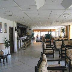 Отель Geraniotis Beach гостиничный бар