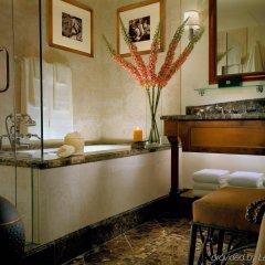 Отель The Arrabelle at Vail Square, A RockResort ванная