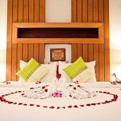 Отель The Chambre сейф в номере