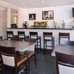 Отель Best Western Hollywood Plaza Inn США, Лос-Анджелес - отзывы, цены и фото номеров - забронировать отель Best Western Hollywood Plaza Inn онлайн питание фото 2