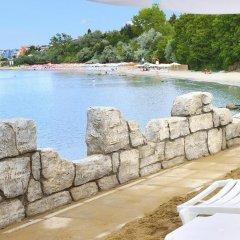 Отель Sol Nessebar Mare Hotel - Все включено Болгария, Несебр - 8 отзывов об отеле, цены и фото номеров - забронировать отель Sol Nessebar Mare Hotel - Все включено онлайн пляж фото 2