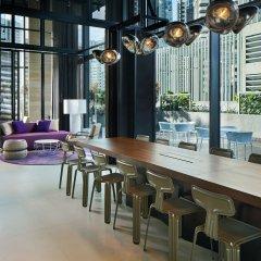 Отель YOTEL Singapore Orchard Road гостиничный бар фото 4