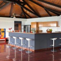 Отель Villa Riviera - Tahiti Французская Полинезия, Пунаауиа - отзывы, цены и фото номеров - забронировать отель Villa Riviera - Tahiti онлайн гостиничный бар