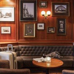 Отель ibis Schiphol Amsterdam Airport Нидерланды, Бадхевердорп - 7 отзывов об отеле, цены и фото номеров - забронировать отель ibis Schiphol Amsterdam Airport онлайн гостиничный бар