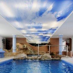 Hotel Capricho бассейн