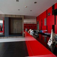 At Patong Hotel интерьер отеля