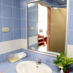 Отель OYO 845 L.A.Tower Hotel Таиланд, Бангкок - отзывы, цены и фото номеров - забронировать отель OYO 845 L.A.Tower Hotel онлайн ванная